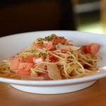 ネコジャラシ - パスタランチ「ベーコン・島玉ねぎ・フレッシュトマトのペペロンチーノ」1200円