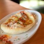 ネコジャラシ - 自家製リエットとチーズのコカ 900円