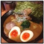 らーめん 五郎松 - とんこつ和風味玉らーめん。 スープと麺の相性はもう一声だけど、溝の口では断トツに好きな味。