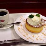 24738356 - メープルホットケーキセット630円(ブレンドコーヒーS)