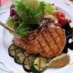 モンマルトル - 骨付き三河豚と野菜のグリエ