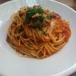バツ - 牛バラとパプリカのトマトラグーソーススパゲッティ