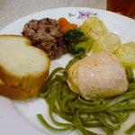 シェ・ケン - <2009年10月>本日の魚料理:サーモンのポピエット(ドリンク付き)¥840