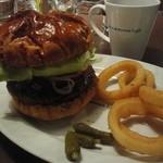 ブルーブックスカフェ - ハンバーガー オニオンリング(フライドポテトも選べる)