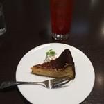 猫見家 - イタリアンソーダとチーズケーキ
