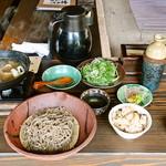右衛門五郎 - かも蕎麦 1,700円 と炊き込みご飯(350円)と先付けで、2,050円でした。