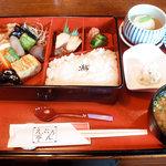 えぷろん亭 - 煮染弁当(蒸し物別注文)
