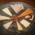 タイーム - 2013・12・16 チーズ盛り合わせ