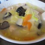 鳳凰閣 - 大きな丼ぶりで出された五目タンメン。  野菜と豚肉がたっぷり入ってて。