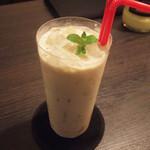 ブランシュ - バナナとミルクのカクテル(1000円)