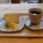 コーヒーハウスふくろう - 料理写真:ケーキセット(本日のシフォンケーキ+ドリンク)