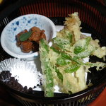 和食彩 白野 - ランチのメインメニュー「彩り弁当」上段