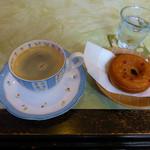 珈琲 花いち - 料理写真:コーヒーと焼きドーナツ(イチゴ味)