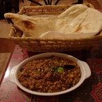 南インド家庭料理 インダスレイ - ナスキーマカレーとナン