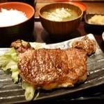 越後屋権兵衛 - 牛ステーキ定食 980円。