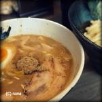 毘侍家 - 特製つけ麺。トッピング全部のせですが、インパクトはありません。メニュー写真ではすごそうだったんだけど。(^_^;)