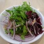 粥麺楽屋 喜々 - 食べ放題のサラダ
