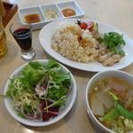粥麺楽屋 喜々 - チキンライスのセット