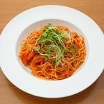 ラルゴ - 粗挽きソーセージとトマトのスパゲティ