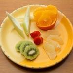 ラルゴ - 季節のフルーツ盛り合わせ
