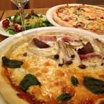 ラルゴ - お好みで選ぶピザハーフ&ハーフと奥、定番ミックスピザ