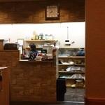 備長炭焼肉 東秀苑 - 店の奥にあるレジ&厨房