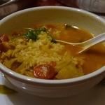 24778484 - 野菜もチキンもたっぷりで良いスープ出てます。