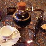 自家焙煎珈琲専門店 B.BROWN - フラスコで出てきます。