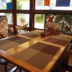 グリル小川 - テーブル席