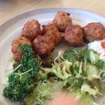 井里絵 - イカのつみれ揚げ  フワ&カリ 食べかけです。