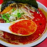 群鳳 - 胡麻の風味と自家製ラー油が効いてる刺激的な濃厚スープ