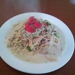 カフェ・ドゥ・トワ - 若鶏とアスパラのクリームパスタ