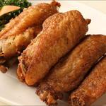 唐朝刀削麺 - 味のしみた手羽先です。