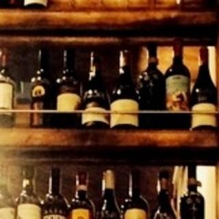 グラスワインは450円~、ボトルは2200円~♪