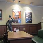 24789273 - 映画館の一階にあるんで映画のポスター等を見ることができるお店はシックなムードが漂う店内になってます。