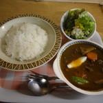 紅屋 - ビーフ+野菜カレー800円