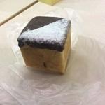 パリクロアッサン - キューブ   中にカスタードとチーズクリーム