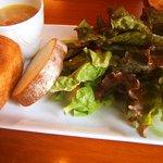 ランピオーネ - パンとサラダとスープ