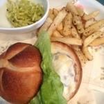 ミー・ココ - センメル(ウィーンのパン)の塩豚サンドプレート