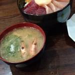 海の幸 翔 - 鯛、カンパチ、ブリ、ホタテ、マグロ丼950円