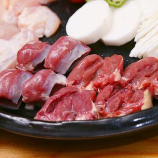 名物の陶板焼きは厳選素材の北陸健康鶏をシンプルに焼き上げます
