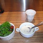 フィグカフェ - Lunchのスープとサラダ。