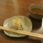 蕎友館 - 韃靼蕎麦茶と漬物