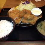 チキン亭 - 牡蠣とロースカツ定食