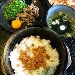 あみやき亭 堀越店 - 石焼ガーリックビビンバ(スープ付)609円