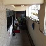 ジャズカフェ ベイシー - お店の入口付近
