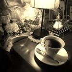 ジャズカフェ ベイシー - テーブルと珈琲(セピア)