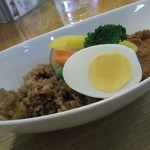カフェ・オリーブガーデン - 日替わりカレー:玉子と豆/玄米600円