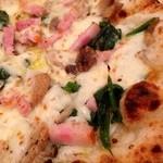 アモーラ ピッツァ - ベーコンとほうれん草のクリームピッツァはピザセットで1200円