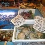 魚盛 - 自慢のいけすには獲れたてお魚がいっぱい!!水族館みたいです♪